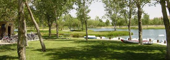 California City, Kalifornien: Water Sports area on the lake at Silver Saddle Ranch