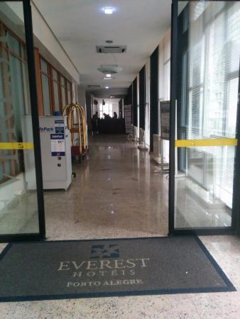 Everest Porto Alegre Hotel: vista do hall
