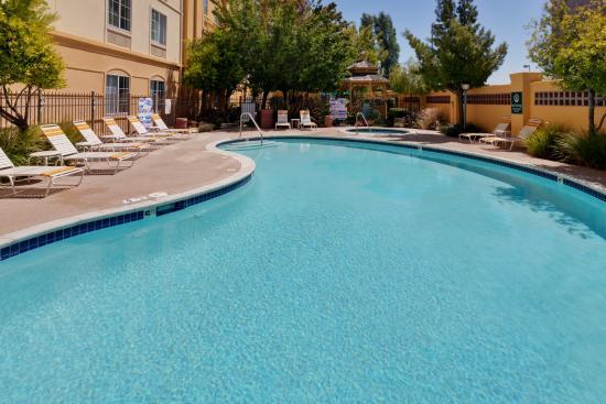 La Quinta Inn & Suites Fremont / Silicon Valley: Pool