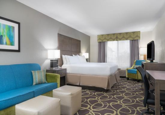 Holiday Inn Express Ames: Guest Room