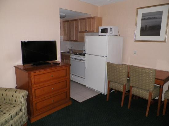 Royal Canadian Motel: All rooms with Kitchens, sofabeds and chairs and carpets and more replaced