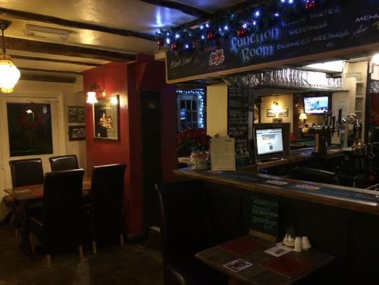 Halland, UK: Side Bar