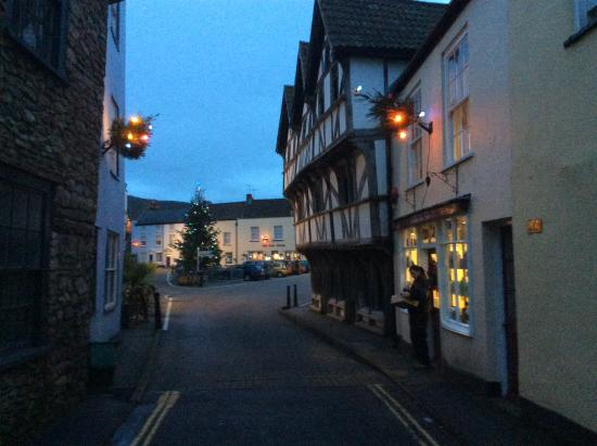 Axbridge, UK: View of the hotel from the square