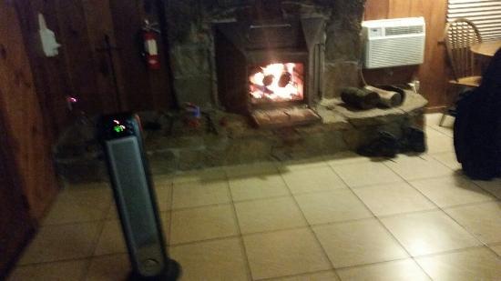 Mountain Trail Lodge: 20151212_210529_large.jpg