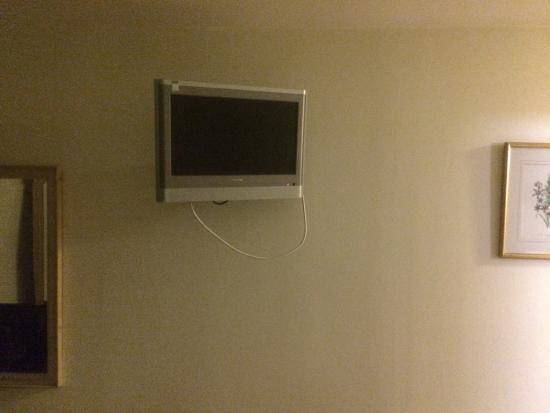 """Batheaston, UK: Tiny """"Superior room"""" TV...really! I mean REALLY????"""