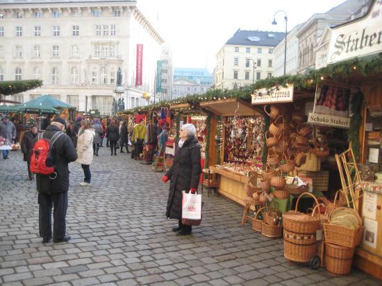 Hotel Zur Wiener Staatsoper: Enjoying one of the Christmas markets