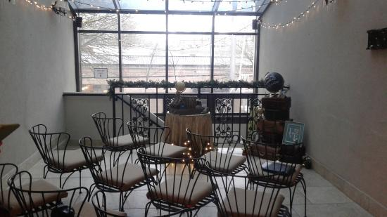 Camas Hotel: Wedding Ceremony set up in the atrium.