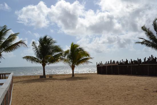 Pal's Guest House: Beach in front of hotel