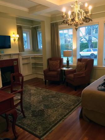Rosewood Victoria Inn: Room 16 sitting area