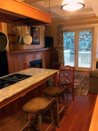 Rosewood Victoria Inn: Room 17 Kitchen/Living space