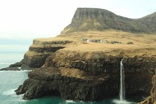 Vagar Island, Faroe Islands: Cachoeira de Mulafossur - Vila
