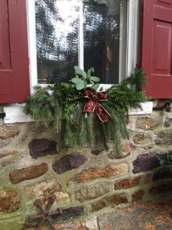 Mill Stone - Mt Penn Lodging: Outdoor holiday window decoration