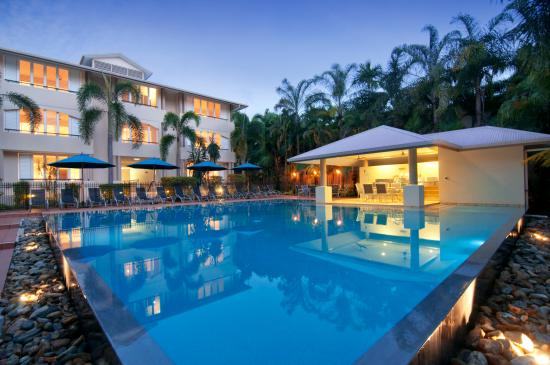 Cayman Villas: Pool