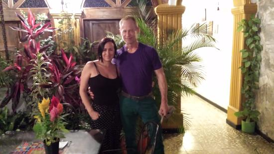 Hostal Ruta Sur: Me with the owner, Claudia, in the central courtyard (as you can see Claudia loves plants)