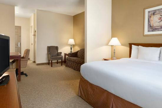 Country Inn & Suites by Radisson, Houston Intercontinental Airport South, TX: Suite