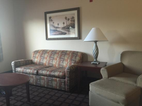 Hampton Inn and Suites Lake City: The couch in the living area converted to a full size sofa bed.