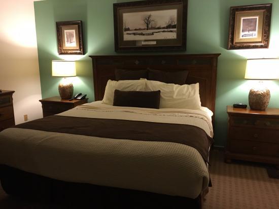 Fox Run Resort: Main bedroom