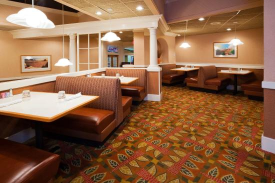 Holiday Inn Hotel & Suites St. Cloud: Family Dining