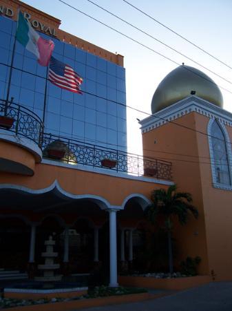 Hotel Grand Royal Tampico: fachada de dìa