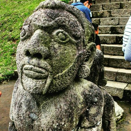 Patung Di Candi Cetho Ini Tak Serupa Dengan Relief Yang Biasa