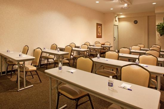 Holiday Inn Express Wadsworth Meeting Room A