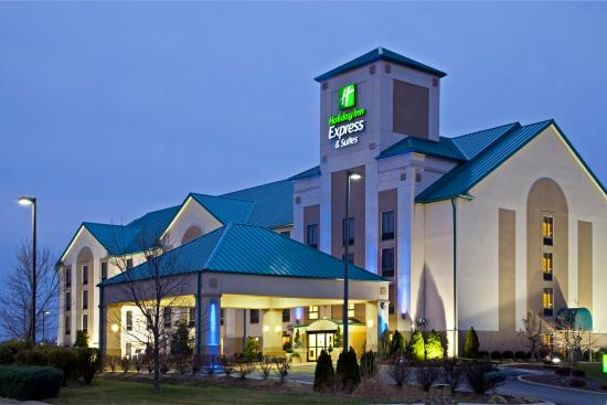 Holiday Inn Express Louisville: Hotel Exterior