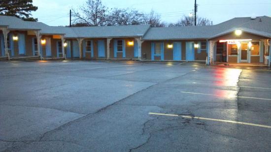 Atoka, OK: Motel and Parking
