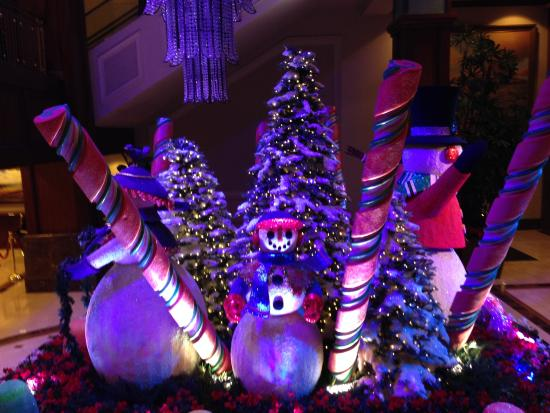Christmas decorations - Picture of The Americana at Brand, Glendale ...