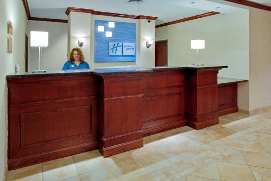 Holiday Inn Express Hotel & Suites Bethlehem Airport - Allentown Area: Front Desk