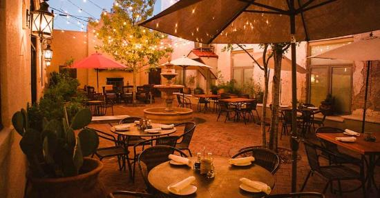 Holland Hotel : Our lovely Courtyard at Night