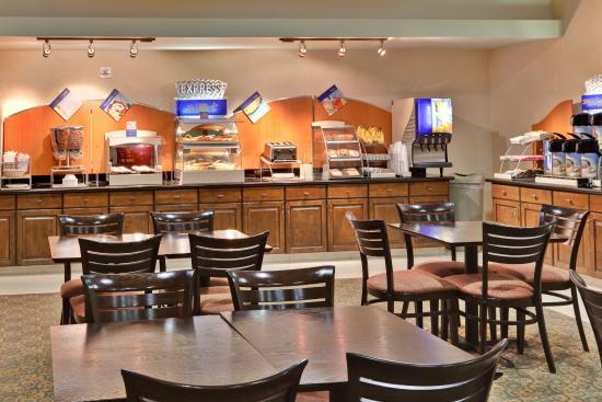 Beaumont-Oak Valley Hotel Breakfast Area