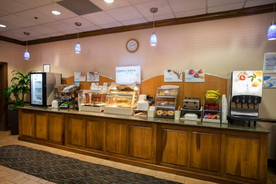 Athens, جورجيا: Holiday Inn Express complimentary breakfast for registered guests