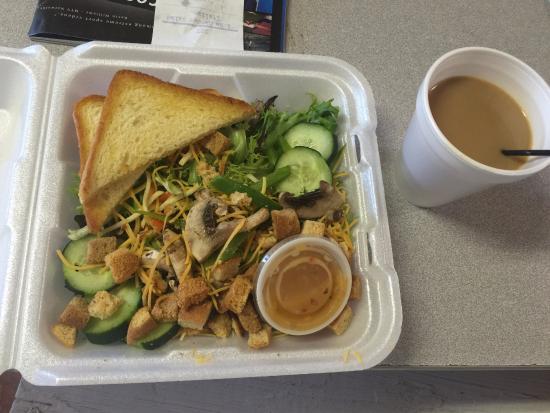 Bent Prop Bar & Grill: garden salad
