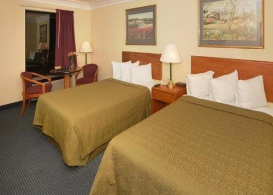Quality Inn Dalton: Guest Room