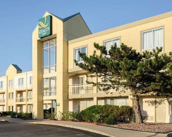 Quality Inn Merriam: Exterior