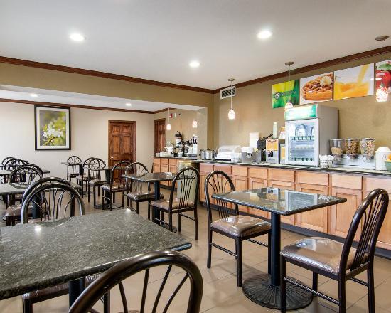 Merriam, KS: Breakfast Seating