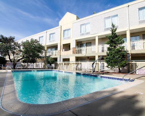 Merriam, KS: Pool