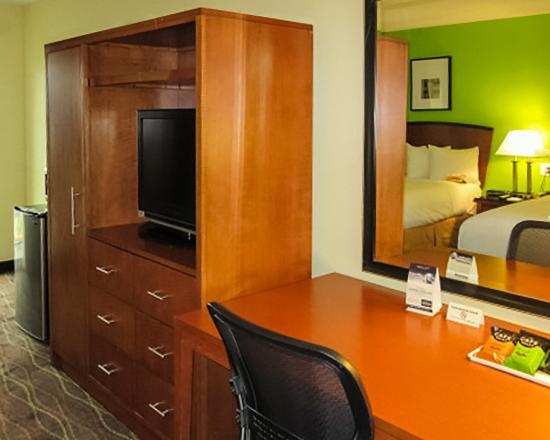 Quality Inn & Suites Downtown Nashville : Guest room