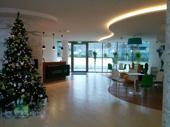 IG Serviced Apartments Campus Lodge: Festive Christmas Tree!