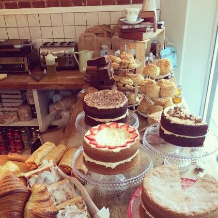 Pandora's Kitchen: Cake!!!