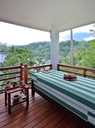 DABIRAHE Dive, Spa and Leisure Resort (Lembeh): Villa Balcony with Outdoor Bed