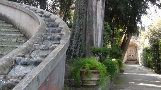Bruce lee est aussi pass par l picture of villa d for Jardin tivoli