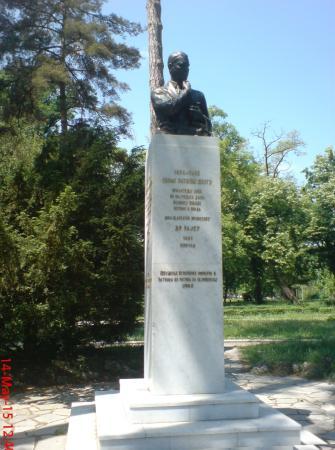 Spomenik Arcibaldu Rajsu Na Slici Je Topciderski Park Beograd