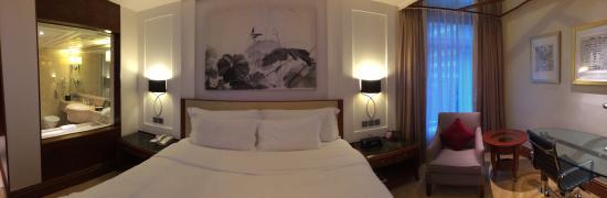 The Langham, Hong Kong: บรรยากาศในห้องนอน