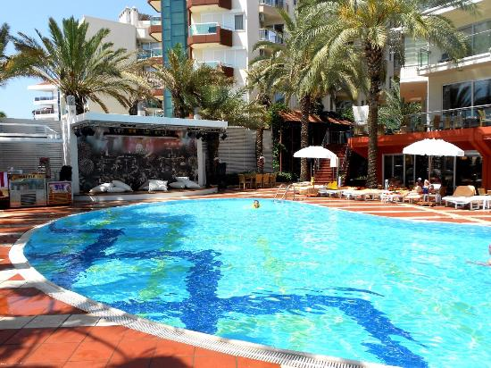 Бассейн около пляжа - Picture of Elegance Hotels International, Marmaris, Marmaris - TripAdvisor