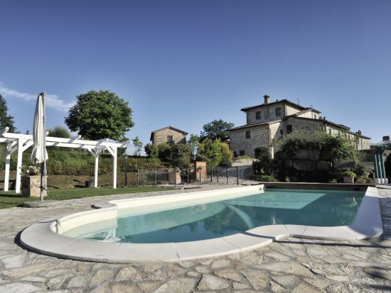 Il Cardo Resort: casale in pietra e piscina panoramica