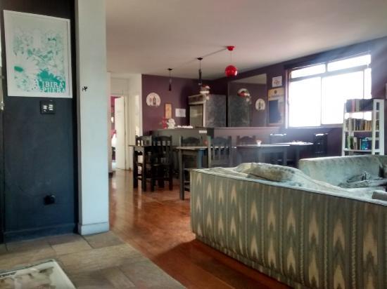 Telstar Hostel : sala ao lado da recepção