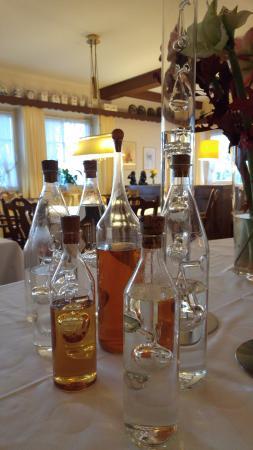Hotel Jägerhof Langenhagen: Бутылочки, и совсем не бутафорские.