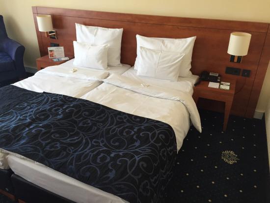 tolles bett und gute matratzen bild von hotel vier jahreszeiten starnberg starnberg tripadvisor. Black Bedroom Furniture Sets. Home Design Ideas