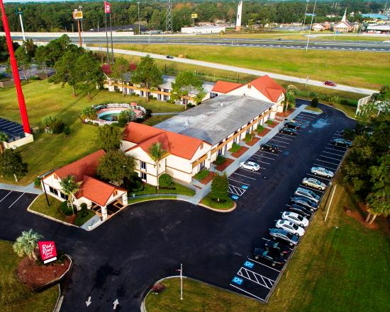 Red Roof Inn & Suites Brunswick I-95: Exterior